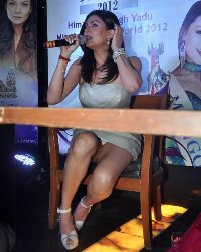 Wardrobe Malfunction Of Aslesha Thakuri Went Viral In ...