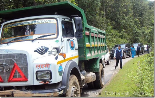 himani_maoist-road-blockage