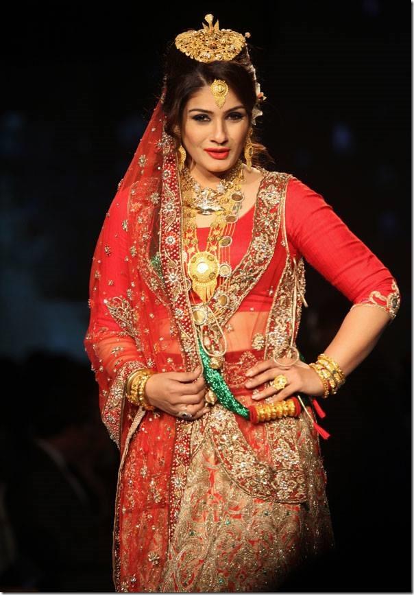 Raveena Tandon looks like a Nepali bride in Jewelry Fashion Show