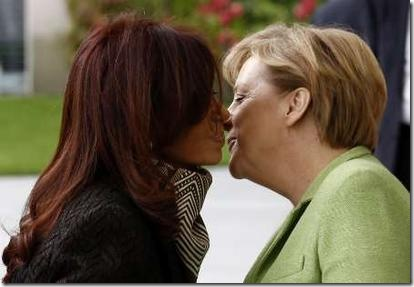 Argentina's President Christina Fernandez de Kirchner (L) is welcomed by German Chancelllor Angela Merkel
