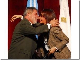 Luiz Inácio Lula da Silva and Cristina Fernández de Kirchner kiss