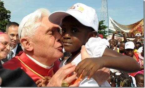 Pope-Benedict-XVI-kissing-a_child_angola
