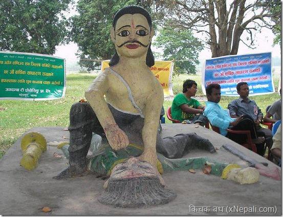 Kichak_badh_bhimsen_statue_likking_kichak