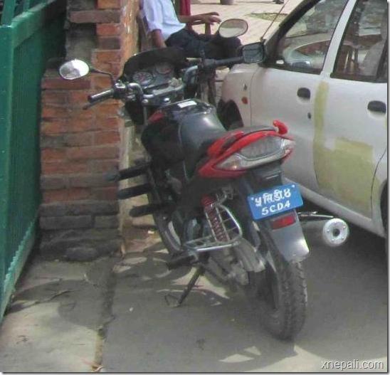 motorcycle_on_footpath
