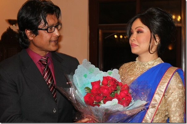 rajesh hamal offer red rose to madhu bhattarai