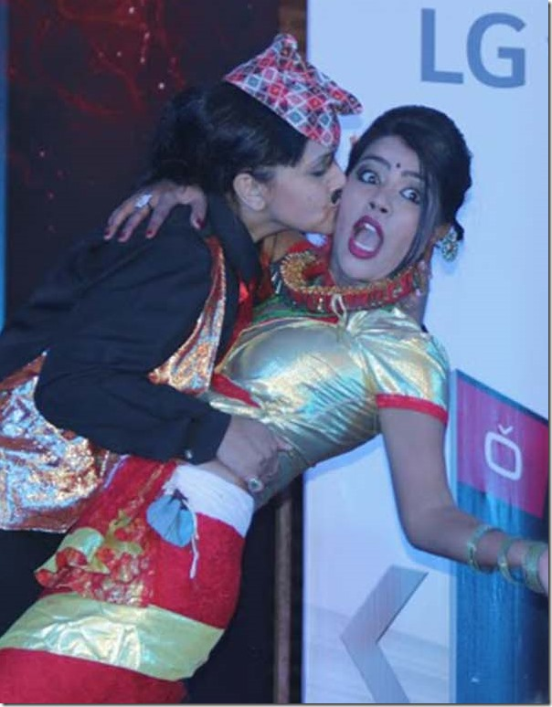 dreepa-shree niraula kisses rista basnet dcine award