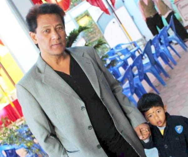 shiva shrestha with son