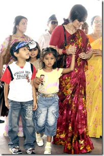 himani-with-kids