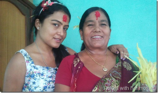 rekha_thapa_with_mother
