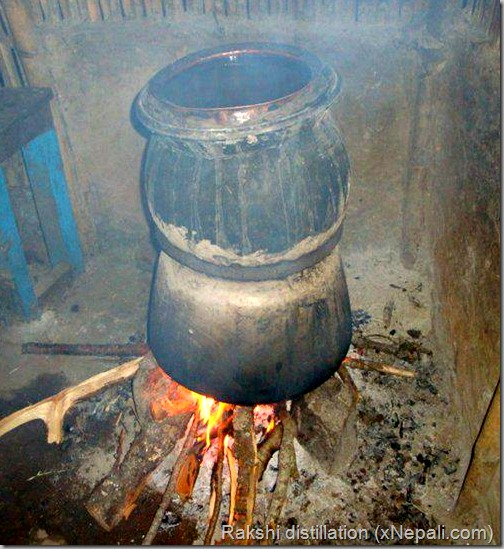 Rakshi_distillation_waterpot