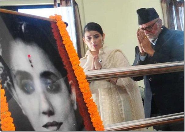 manisha_koirala_sushila_koirala_paying respect to sushila_bp_koirala_wife