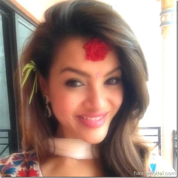 shristi_shrestha_miss_nepal_dashain_tika_smile