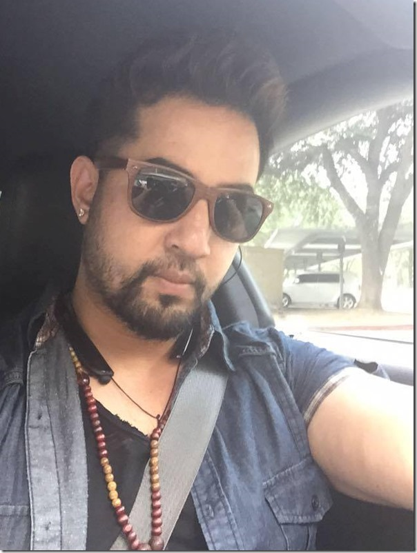 suman singh in car