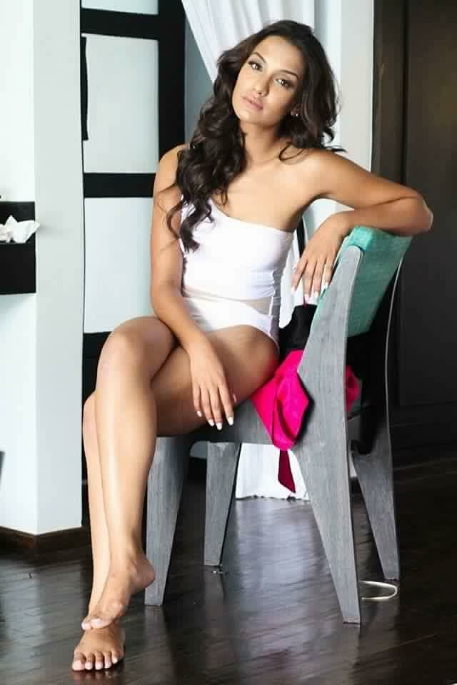 priyanka-karki-hot-pose