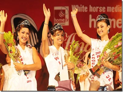 winner of angel 201o  sunny  amatya (middle) kashya adhikari 2nd runner up(right)and Aarati Acharya (1st Runner up (Right) post photo/kantipur sundar shrestha