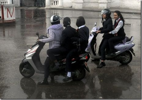 3_Girls_in_one_Scooter14