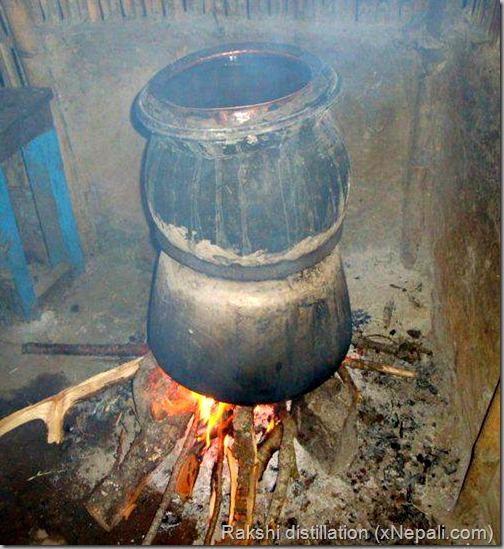 Rakshi_distillation_waterpot