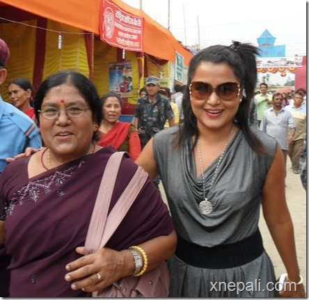 rekha thapa with mom