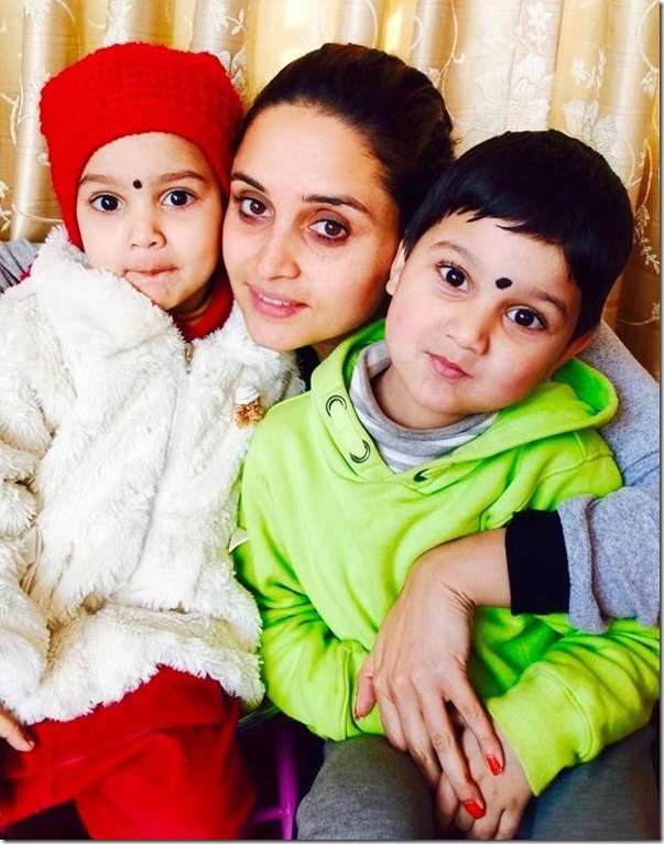 sanchita with her children